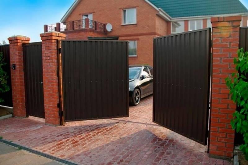 Забор: красивые универсальные ограждения для частного дома и дачи