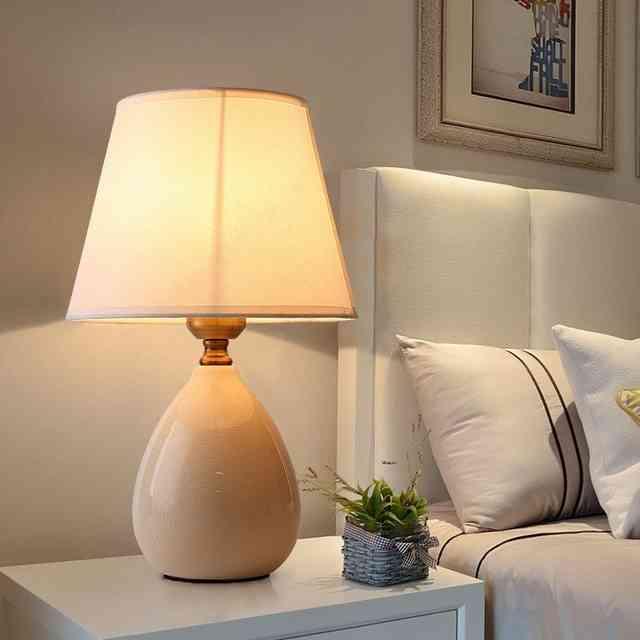 Люстра в спальне: какое должно быть освещение, правила выбора конкретной модели для небольшой или габаритной комнаты – бра на стену, красивая белая свисающая или прикроватная лампа