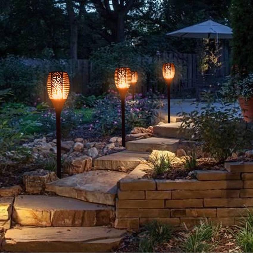 Особенности проведения освещения на участке загородного дома: порядок работы