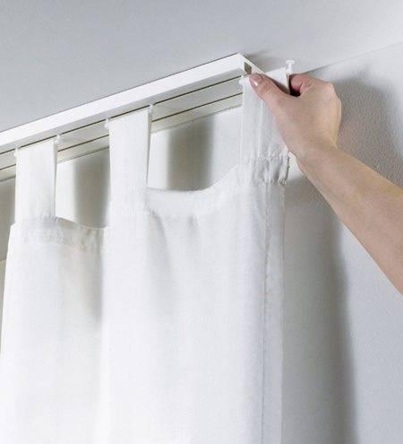 Как повесить карниз для штор на стену: как правильно вешать настенные карнизы, крепления, установка потолочных карнизов, на каком расстоянии от потолка вешать