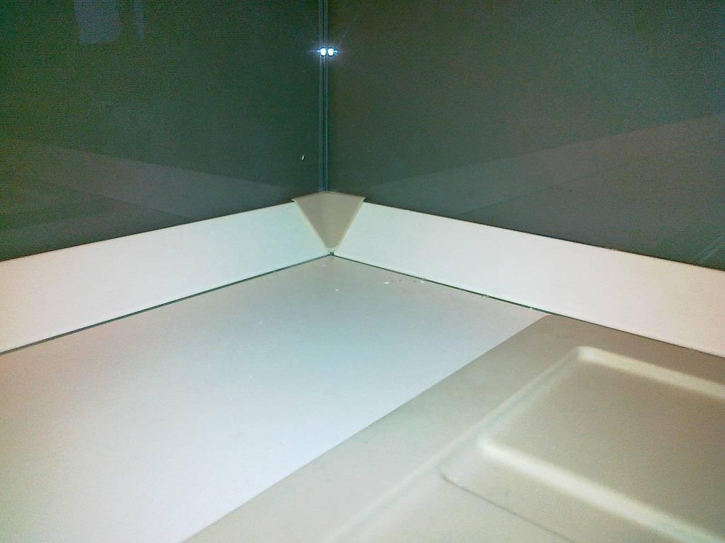 Как выбрать и установить плинтус на кухонной столешнице