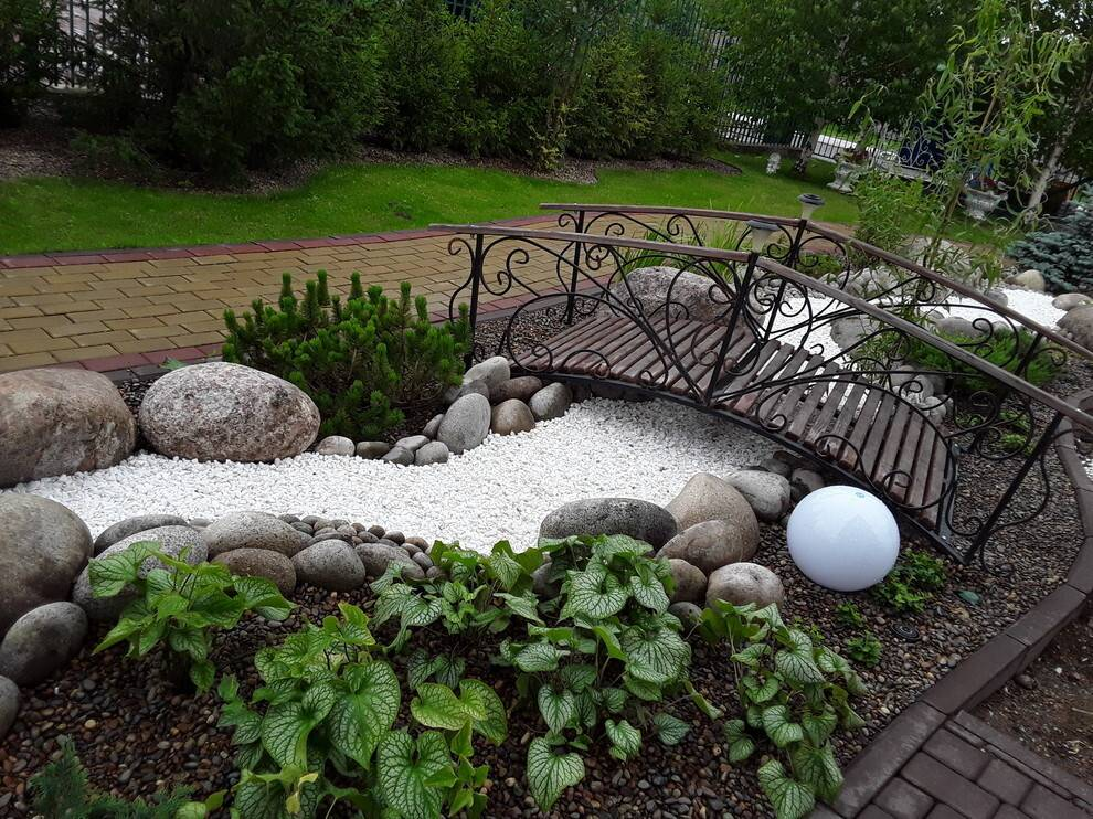 Использование сухого ручья как элемента стильного ландшафтного дизайна