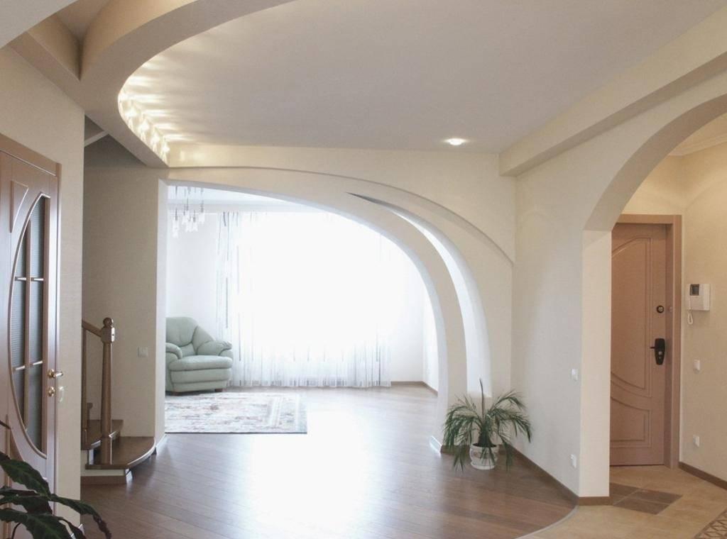 Примеры дизайна интерьера зала с арками из гипсокартона