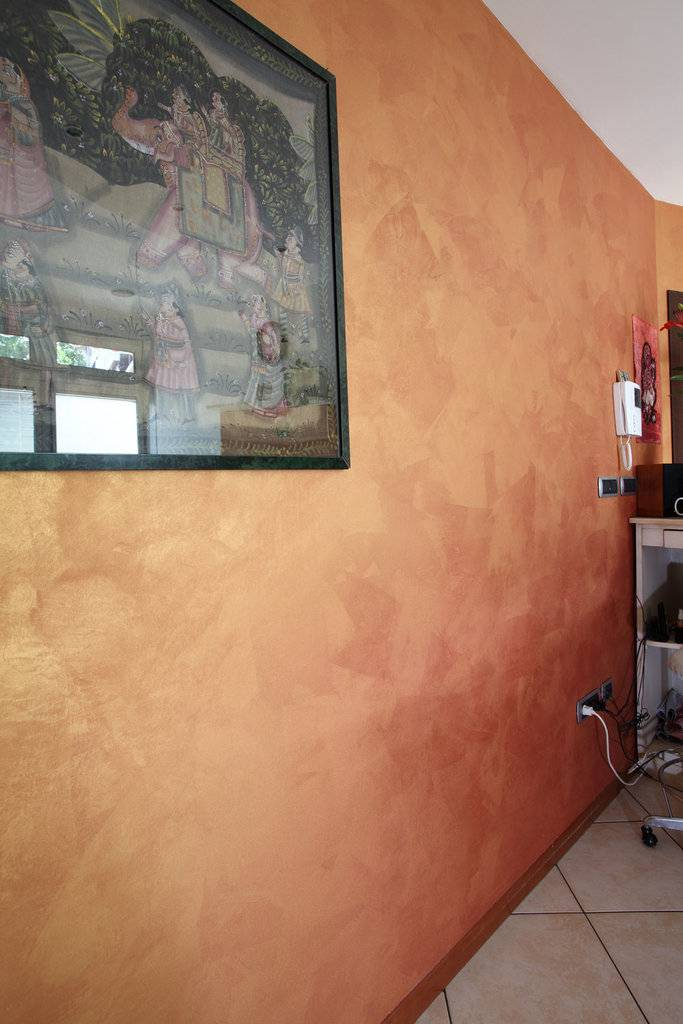 Как покрасить стены в квартире своими руками: фото пошагово, разными красками, техники