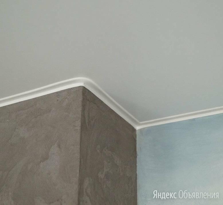 Потолочные плинтусы (76 фото): галтели и молдинг на потолке, размеры и виды, модели с кабель-каналом и без него. как выбрать и подогнать?