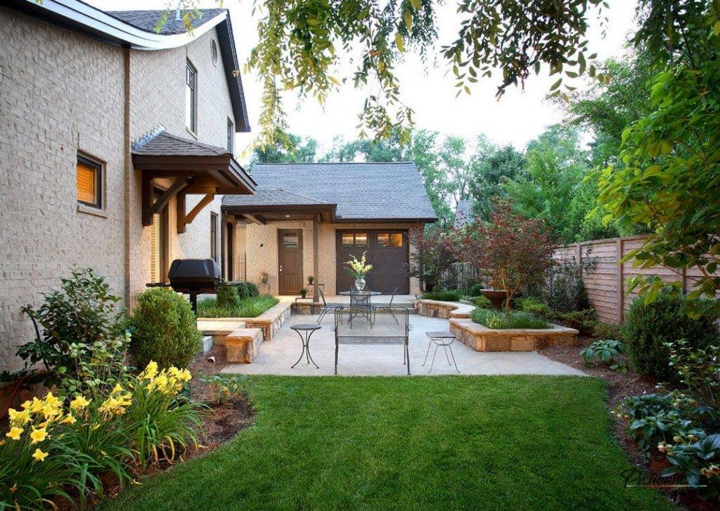 Дизайн двора частного дома: фото современных загородных дворов