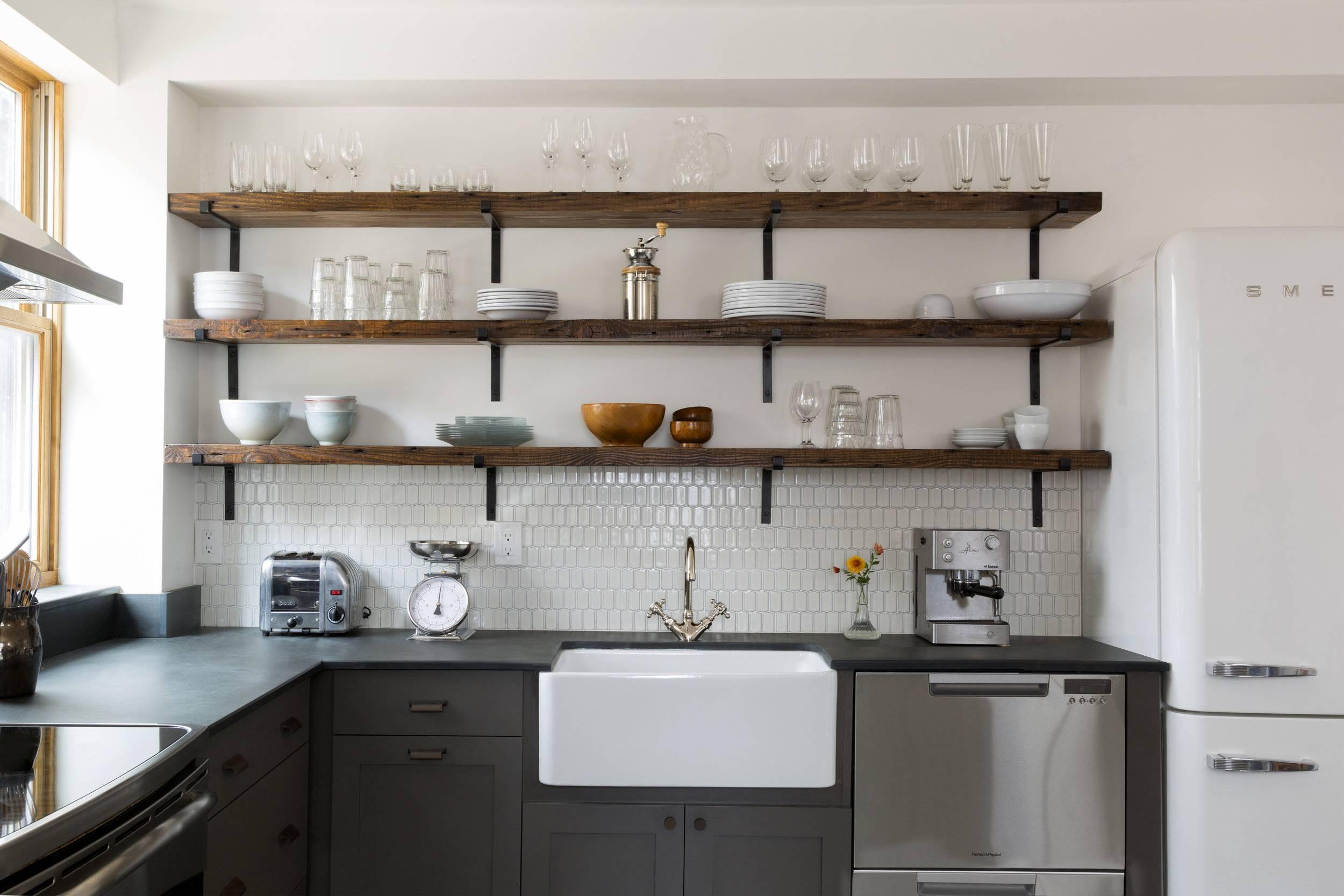 Открытые полки на кухне 2021. самые удивительные и практичные идеи