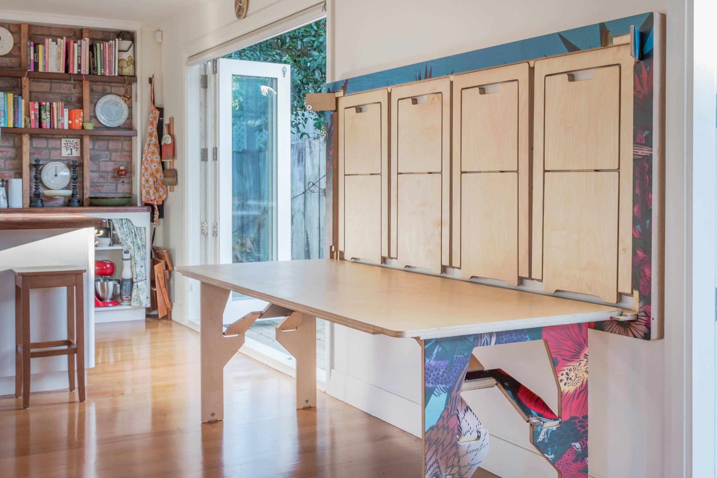 Откидной столик на балкон, классификация, размещение, как смастерить