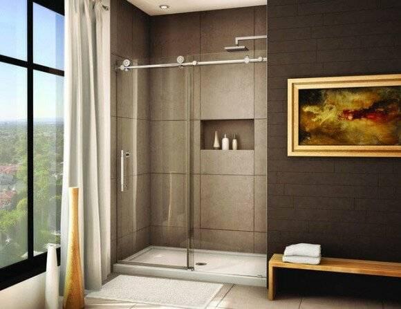 Красивое оформление интерьера в ванной с душевой