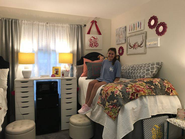 Как обставить комнату: дизайн интерьера в общежитии