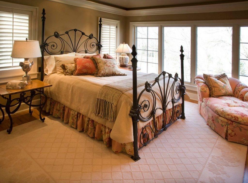 Интерьер спальни с кроватью — варианты оформления с балдахином