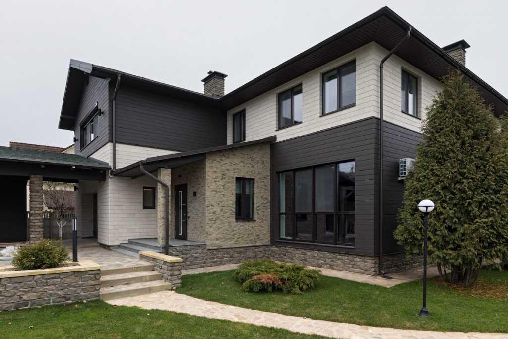 Отделка фасада дома: 115 фото недорогих и практичных идей