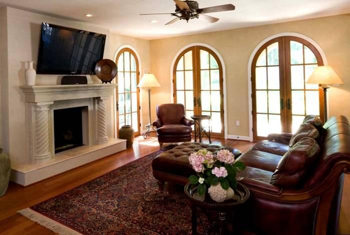Интерьер гостиной в частном доме (140 фото): обзор готовых дизайн-проектов с советами по обустройству гостевой комнаты