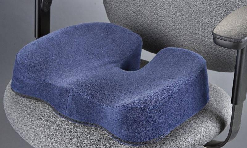 Ортопедическая подушка для сидения: на стул и кровать, для позвоночника и поясницы, модели в виде кольца с отверстием, гелевые и другие