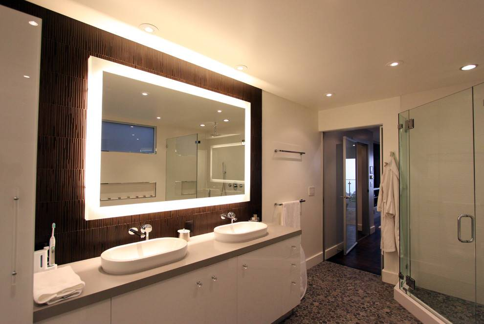 Зеркала в интерьере ванной комнаты: оригинальные идеи и фотопримеры