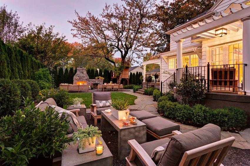 Красивые дворы частных домов: 100 фото лучших вариантов дизайна