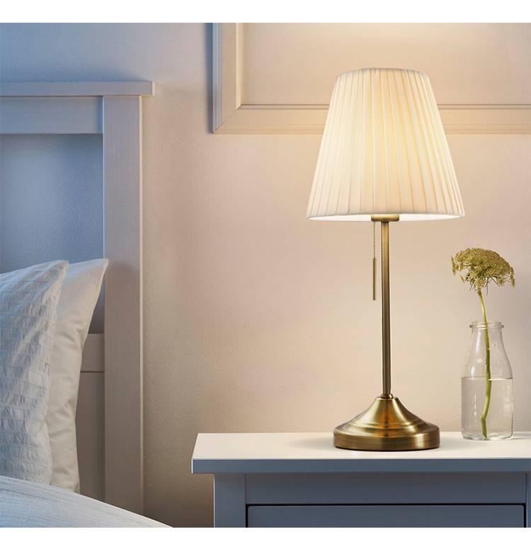 Свет в спальне (60 фото): особенности освещения в комнате, светильники-трубки и настольные лампы в дизайне интерьера, точечная подсветка над кроватью