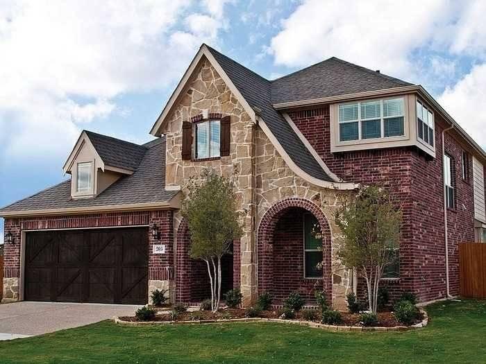 Фасадный декор для наружной отделки дома: архитектурные элементы  - 24 фото