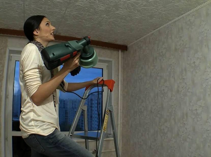 Покраска потолка водоэмульсионной краской по старой краске