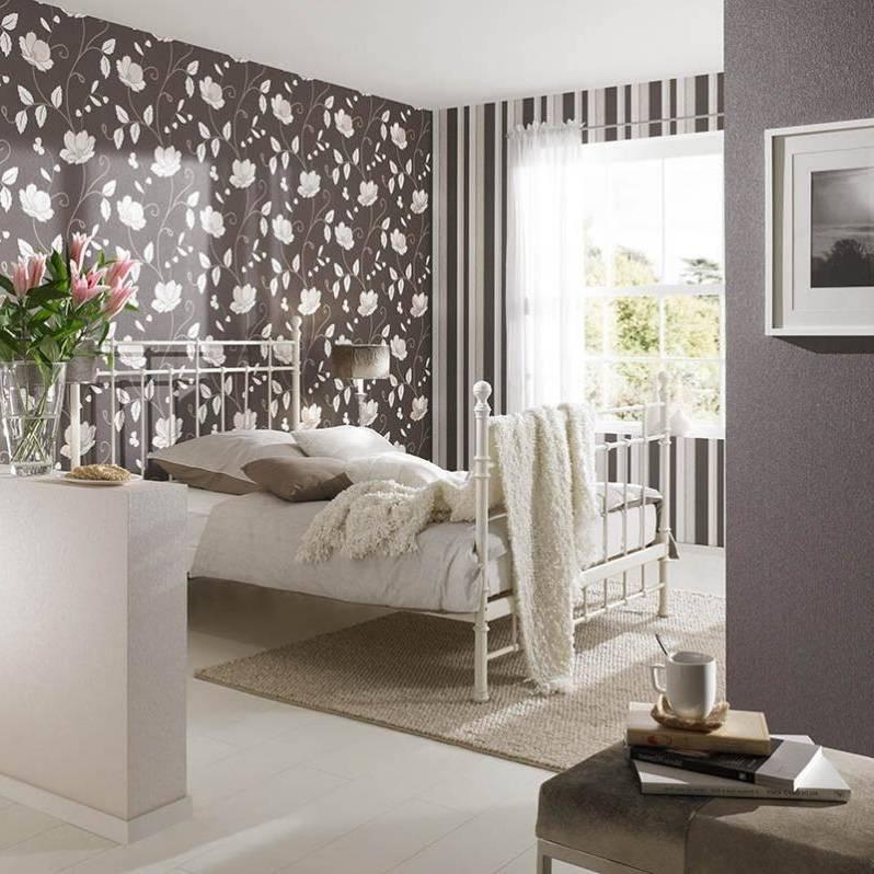 Комбинированные обои в спальню (79 фото): особенности комбинирования в интерьере обоев двух видов, примеры дизайна комнаты с обоями-компаньонами