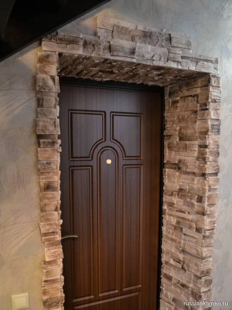 Отделка входной двери декоративным камнем: тонкости красивого дизайна