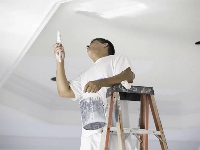 Какой же краской покрасить потолок на кухне: правила выбора