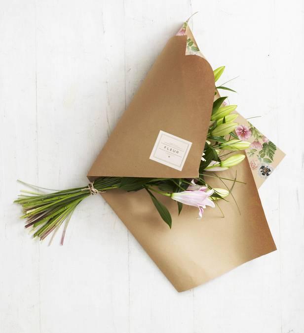 Как упаковать букет цветов красиво своими руками?