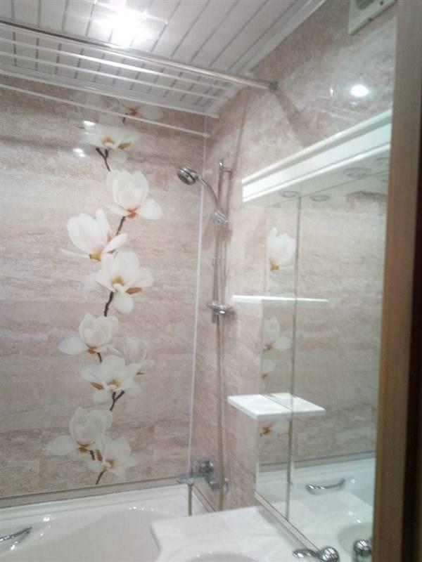 Облицовка ванной комнаты пластиковыми панелями: фото и рекомендации по выполнению отделки