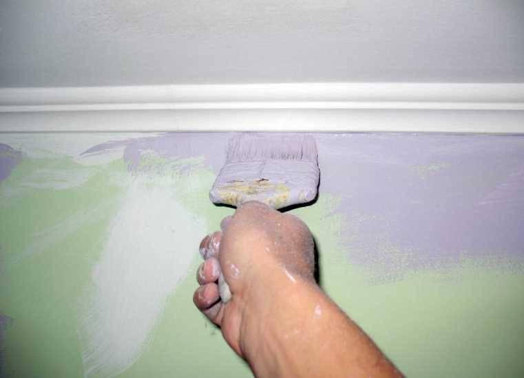Красим потолок своими руками без разводов и полос, можно ли покрасить потолок на побелку