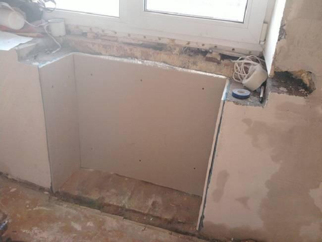 Холодильник под окном: пошаговая отделка хрущевской ниши фото