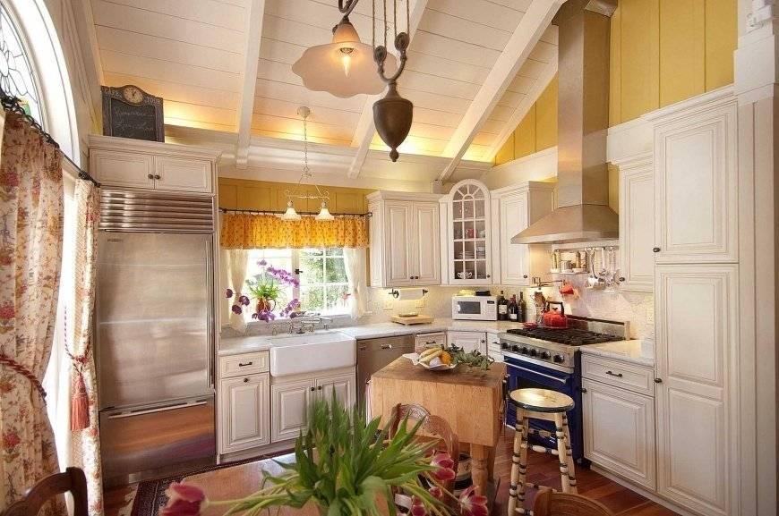 Кухня-столовая в загородном доме: секреты зонирования и выбор стиля