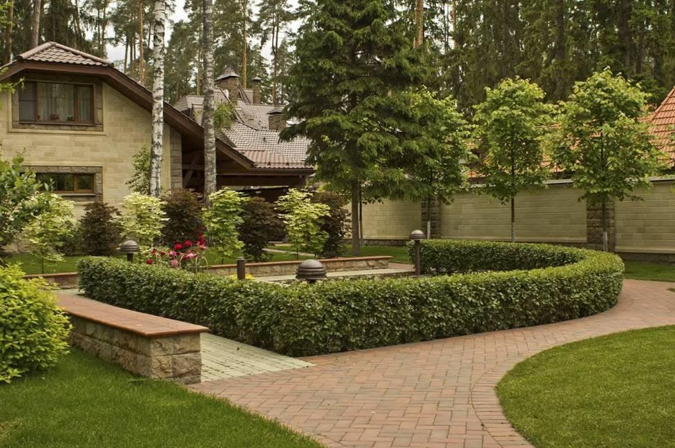 Ландшафтный дизайн загородного дома (95 фото): как организовать цветник около коттеджа своими руками, примеры обустройства ландшафта возле дачного участка, галерея идей