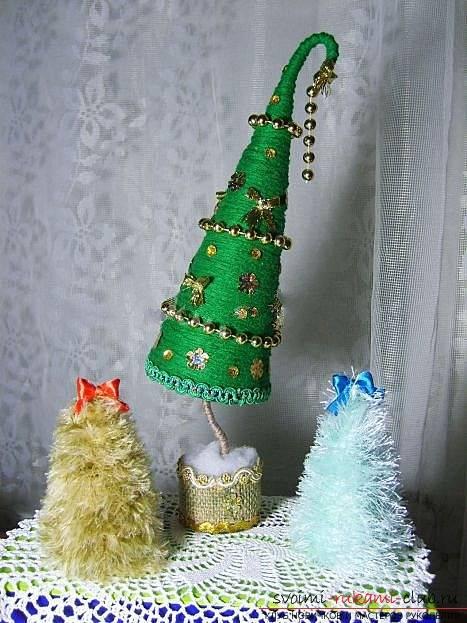Делаем новогодние елочки из подручных средств