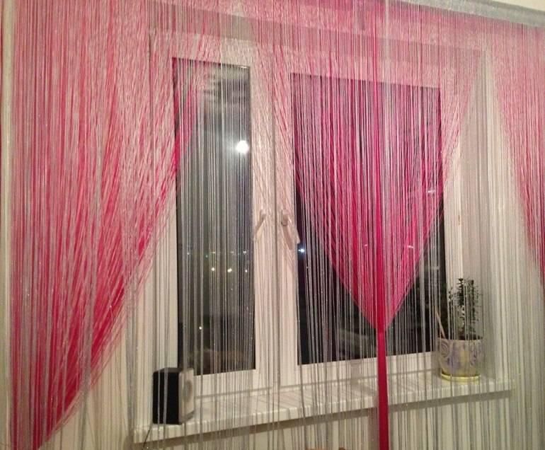 Нитяные шторы на кухню (53 фото): дизайн штор-нитей из кисеи в интерьере