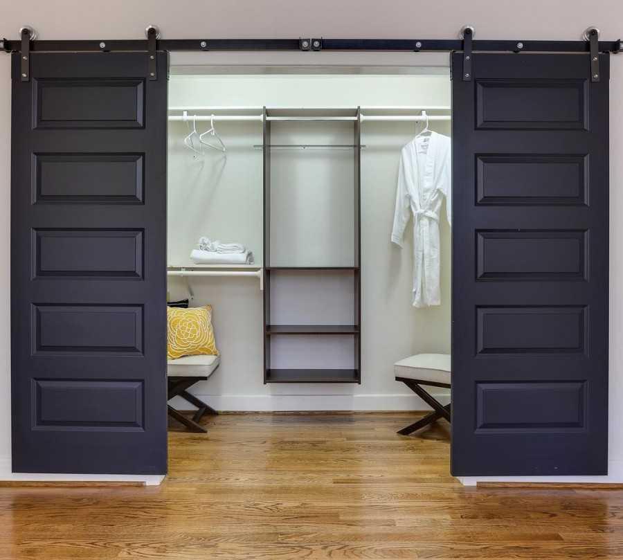 Двери купе в гардеробную