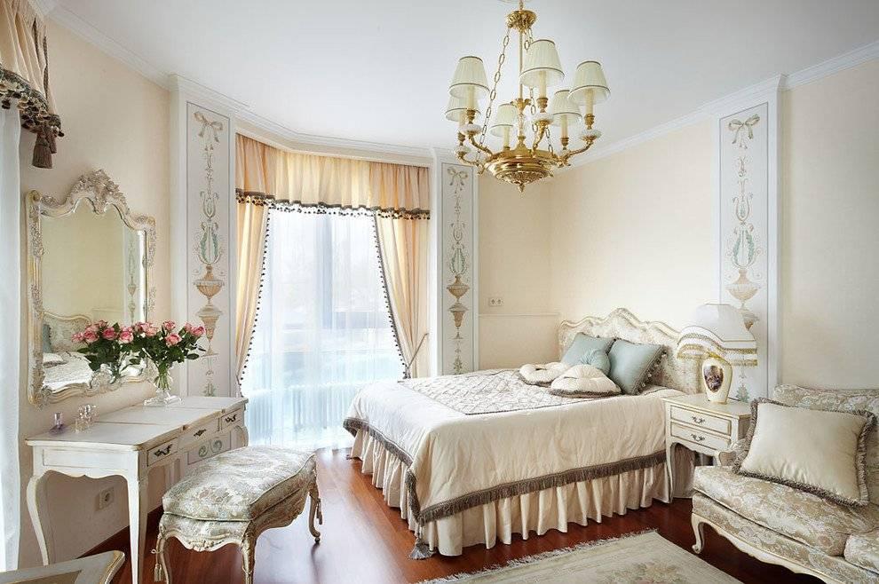 Интерьер спальни в светлых тонах со светлой мебелью - 50 фото