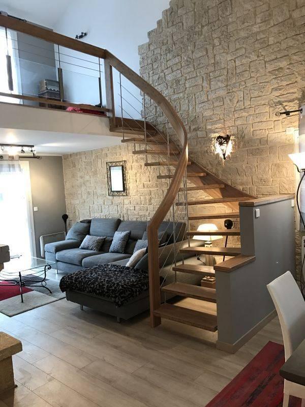 Прихожая с лестницей в частном доме - реальные фото в интерьере