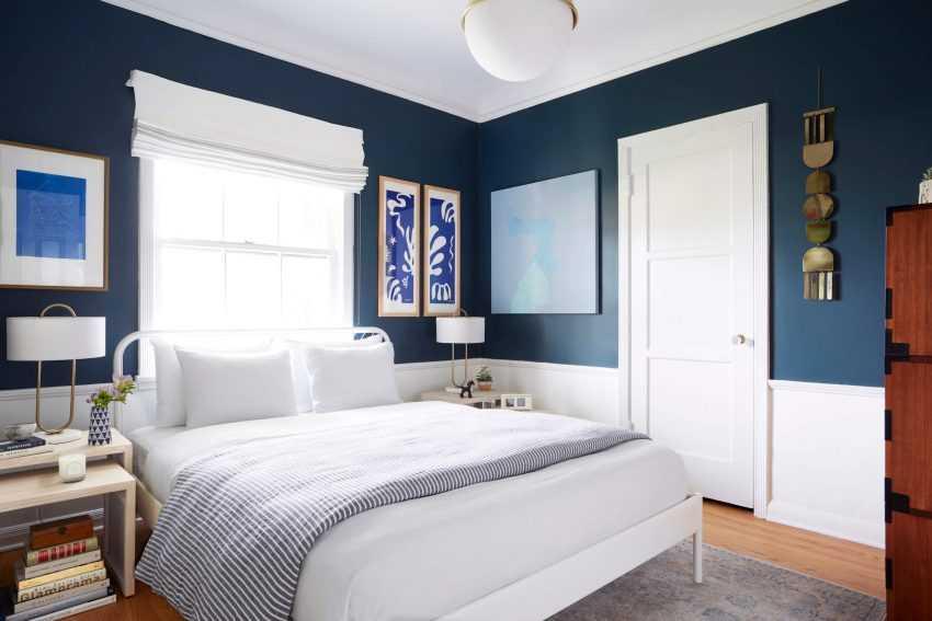 Синие шторы в интерьере гостиной, спальни - 35 фото
