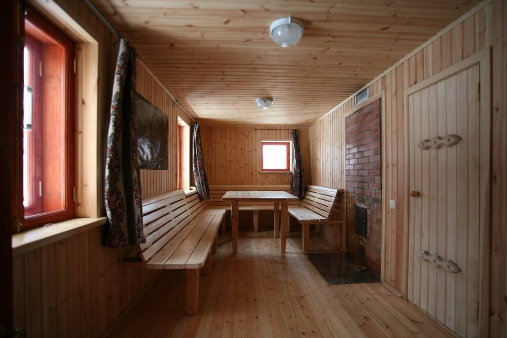 Отделка бани и сауны: внутреннее обустройства комнаты отдыха, парной и помывочной