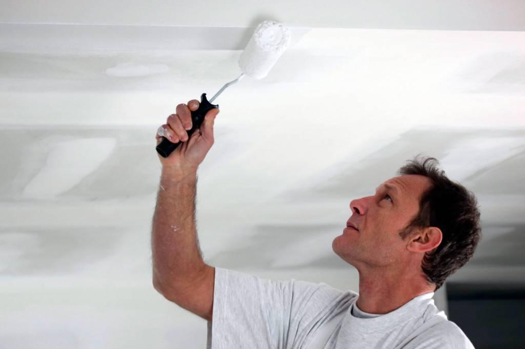 Покраска потолка водоэмульсионной краской по старой краске пошагово