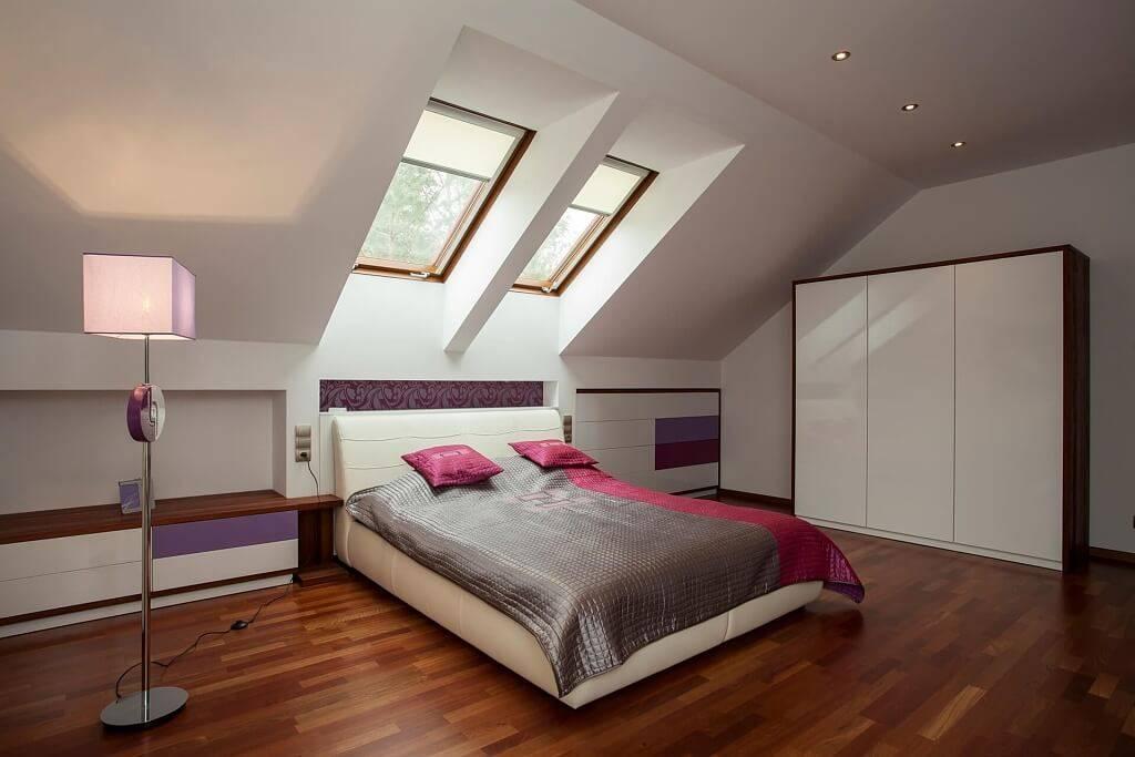 Спальня на мансарде: 135 фото новинок дизайна, планировки и зонирование спальной комнаты