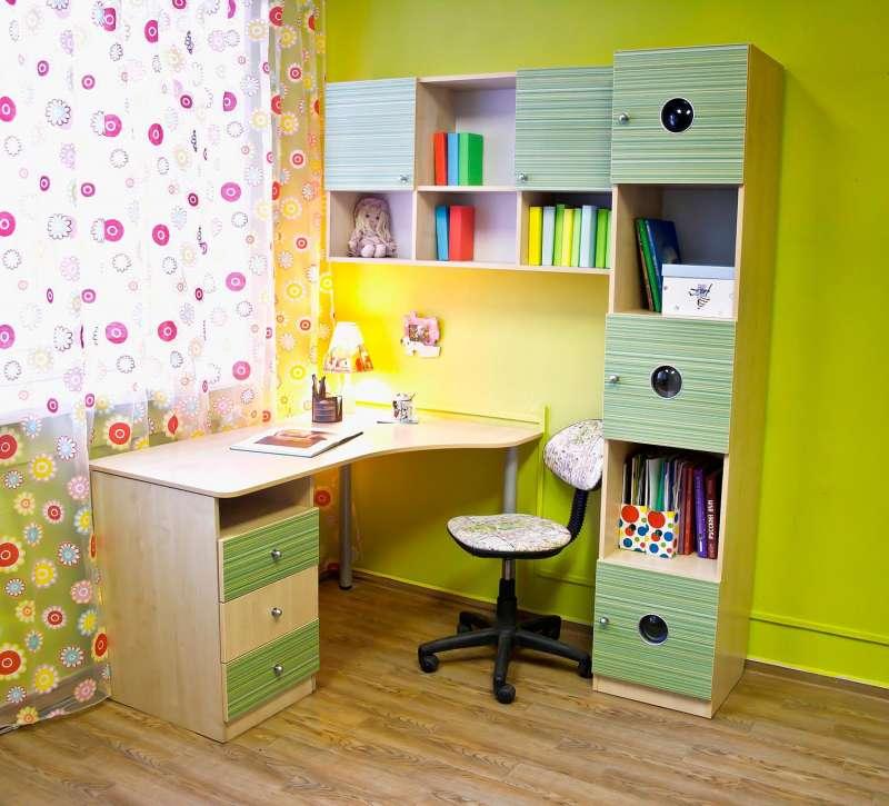 Письменный стол - плюсы и минусы письменных столов из дерева, пластика и металла. разновидности письменных столов по форме, функциям, габаритам (фото + видео)