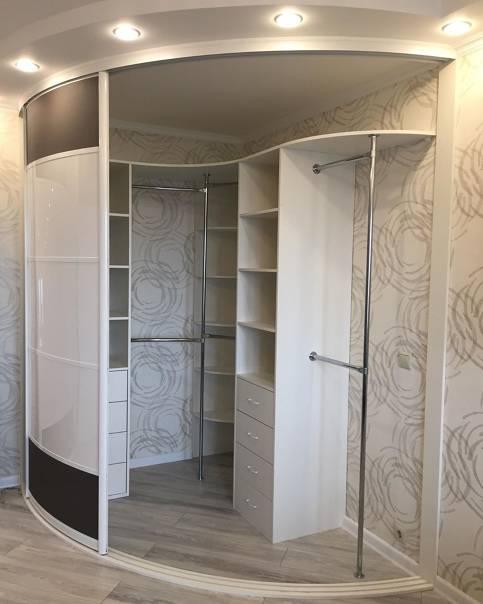 Современный дизайн и внутреннее наполнение шкафов-купе в прихожую. идеи для обновления интерьера + 95 фото