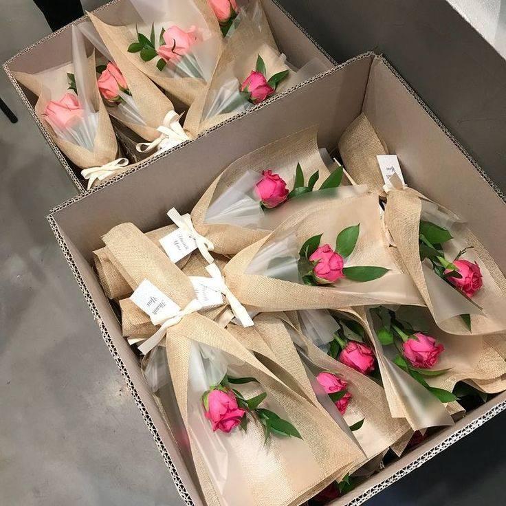 Как обернуть букет цветов (с иллюстрациями) - wikihow