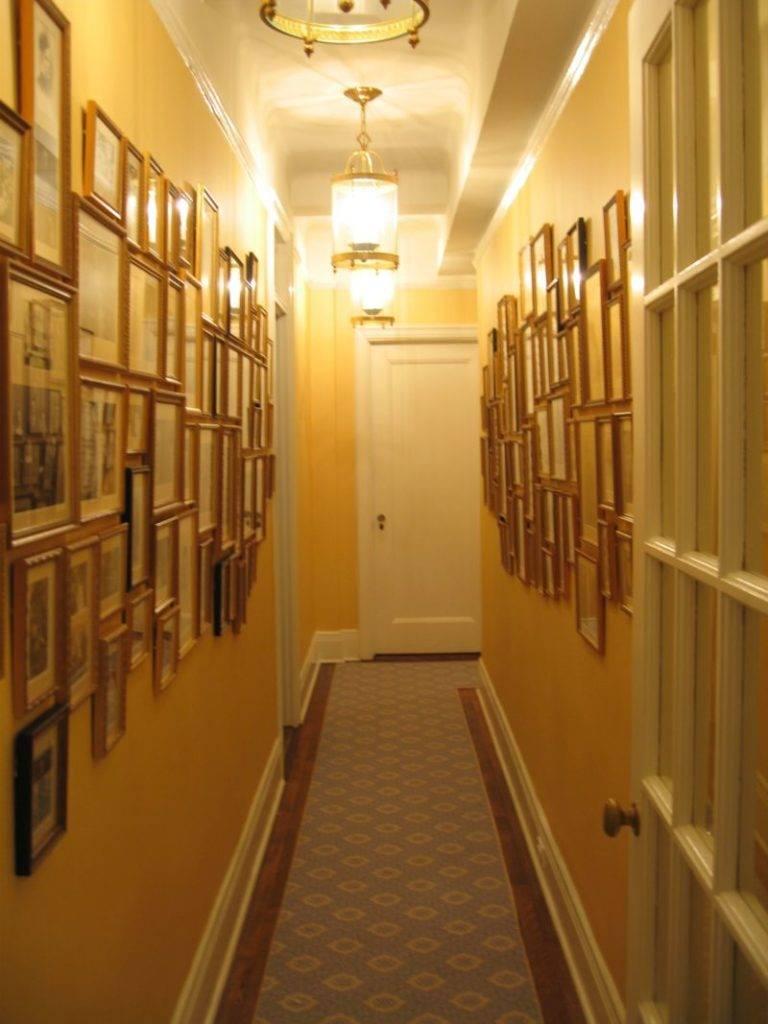 Современные варианты отделки стен в коридоре и прихожей | otremontirovat25.ru