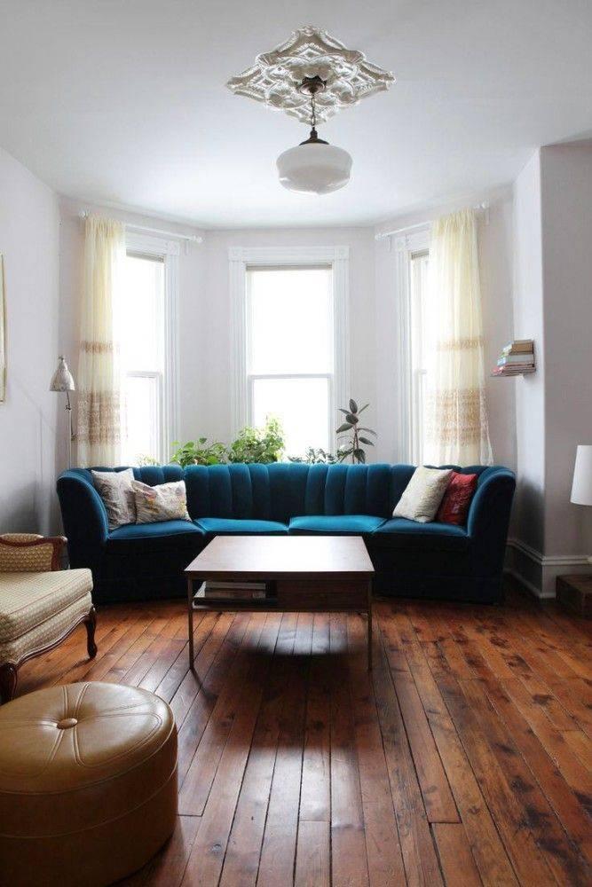 Советы по расположению дивана у окна в гостиных комнатах