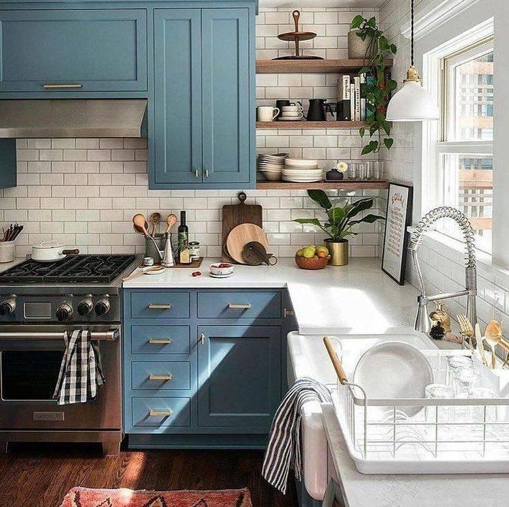 Идеи дизайна маленькой кухни в малогабаритной квартире: советы по обустройству, фото интерьеров