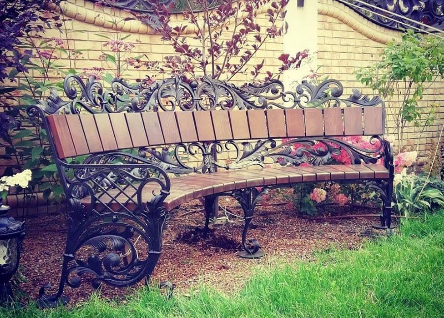 Скамейка как декоративный элемент сада – типы, параметры, виды, материалы