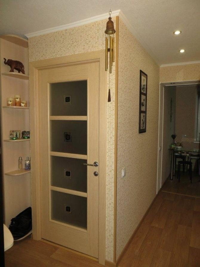 Холодильник на кухне (59 фото): куда поставить? особенности расположения отдельно стоящего холодильника в дизайне интерьера
