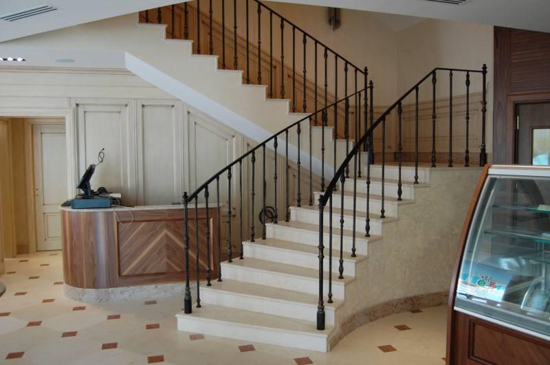 Ограждения для лестниц в частном доме – особенности исполнения - 30 фото